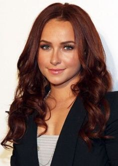 Medium brown auburn - Hayden Panettiere