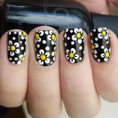 Olivia adds an illusion of texture to her nails with cute dotted floral patterns. Click though to see her step by step #tutorial.