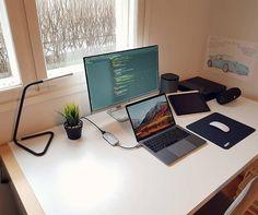 "834 curtidas, 5 comentários - Ü✞Ḱ∀ℝᏕĦ (@dvlpr.u) no Instagram: ""Place where I can feel like myself!, - Glad I finally found something I enjoy doing💯 -…"" Office Games, Office Setup, Pc Setup, Desk Setup, Simple Computer Desk, Computer Setup, Home Office Design, Home Office Decor, Office Designs"