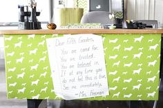 You have to read the note on this desk... So cute!