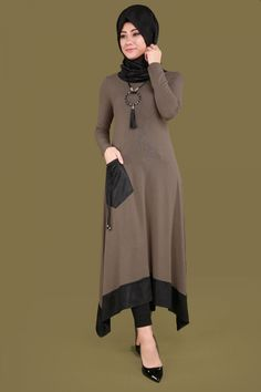 Z - Hijab-Tunika aus Leder Nerz - Çiğdemle Lezzetler - Çiğdemce Lezzetler Modern Hijab Fashion, Modesty Fashion, Abaya Fashion, Muslim Fashion, Fashion Dresses, Estilo Abaya, New Dress Pattern, Stylish Dress Designs, Sleeves Designs For Dresses
