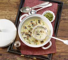 Diese fein pürierte Suppe kann die Einlage aus Pilzen und Gremolata gut vertragen – wobei letztere mit der Zitrone noch einen Hauch Frische mitbringt. Gremolata, Soups And Stews, Cheeseburger Chowder, Food And Drink, Vegan, Hot, Recipes, Smoothie, Food Ideas