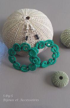 boucles d'oreilles anneaux en dentelle/frivolité vertes : Boucles d'oreille par s-by-s