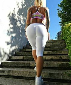 I love white leggings by thebestleggings White Leggings, Best Leggings, Victoria Lomba, Fit Women, Sexy Women, Yoga Pants Girls, Celebrity Outfits, Athletic Women, White Girls