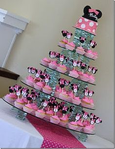 Minnie Mouse cake pops in cupcakes Minnie Mouse Cake Design, Minnie Mouse Cake Decorations, Minni Mouse Cake, Minnie Mouse 1st Birthday, Minnie Mouse Theme, Minnie Mouse Baby Shower, Bolo Minnie, Minnie Cake, Minnie Cupcakes