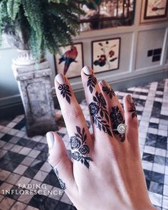 50 Most Attractive Rose Mehndi designs to try - Wedandbeyond Khafif Mehndi Design, Floral Henna Designs, Bridal Henna Designs, Mehndi Design Photos, Unique Mehndi Designs, Beautiful Henna Designs, Beautiful Patterns, Henna Tattoo Designs Simple, Finger Henna Designs