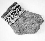 Ravelry: Helixsockor pattern by Eva Valaine - Stickaboo Knitting For Charity, Knitting For Kids, Knitting Socks, Baby Boy Sweater, Baby Boy Knitting Patterns, Baby Barn, Cozy Socks, Textiles, Knitting Videos