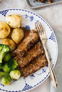 Lentil Roast with Balsamic Onion Gravy (vegan & gluten-free) - All Recipes & Vegan and other Vegan Gluten Free, Gluten Free Recipes, Vegetarian Recipes, Lentil Recipes, Roast Recipes, Delicious Recipes, Paleo, Healthy Recipes, Vegan Foods