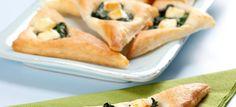 Butterdejstrekanter med spinat og salattern. Skønne små appetitvækkere eller som tilbehør til forret eller hovedret. Klik her og se opskriften