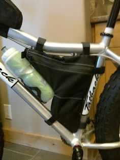 Dave's half-frame bag - let's you still ride with a waterbottle.