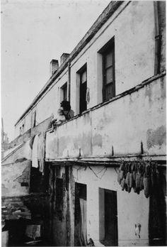 Façana d'una casa de pescador al carrer de Progreso de Sant Antoni de Calonge. 1942. Autor desconegut. 27642F MMB Angler Fish