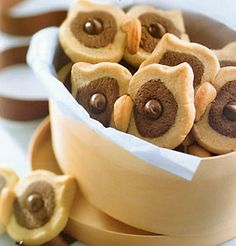 c butter 1 c brown sugar, firmly packed 1 egg 1 tsp vanilla extract 2 c all purpose flour 2 tsp baking powder tsp salt c cocoa powder tsp baking soda 1 Tbsp water c peanut butter chips c whole cashew nuts Owl Cookies, Galletas Cookies, Cute Cookies, Yummy Treats, Sweet Treats, Yummy Food, Cookie Recipes, Dessert Recipes, Icing Recipes