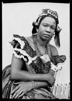 Portrait by Seydou Keita - curated by Seydou Keita, Vintage Photography, Portrait Photography, Photo Grand Format, Traditional African Clothing, Portrait Studio, African History, African Art, Famous Photographers