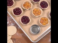 Learn how to make these super yummy mason jar lid pies! These mini pies are so easy to make and the perfect little holiday dessert. Mason Jar Pies, Mason Jar Desserts, Mason Jar Meals, Meals In A Jar, Mini Desserts, Just Desserts, Delicious Desserts, Trifle Desserts, Plated Desserts