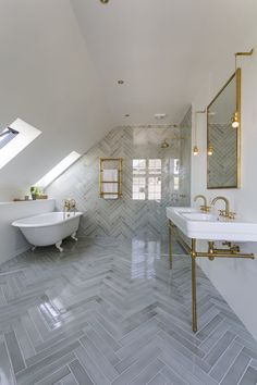 Give your bathroom a redecoration and focus on a simple and timeless design Timeless Bathroom, Walk In Shower Designs, Bathtub Remodel, Bathroom Fixtures, Small Bathroom, Bathroom Ideas, Bathroom Inspo, Bathroom Designs, Master Bathroom