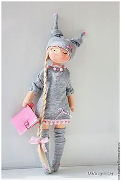 I LOVE THIS DOLL FOR SOME REASON... probably because that's how I tend to dress sometimes ... Minus the hat, of course. - Heather Scott