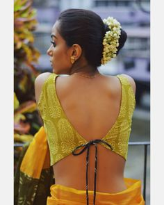 Stylish Handloom Blouse To Mix N Match With Simple Sarees!! • Keep Me Stylish Blouse Back Neck Designs, New Saree Blouse Designs, Best Blouse Designs, Blouse Styles, Stylish Blouse Design, Designer Blouse Patterns, Bikinis, Simple Sarees, Brand Store