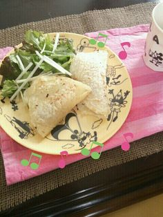 klalaさんの簡単レシピで、楽しくブランチ~(*´∀`) もちもちで美味しいです!具はチーズ&ウインナー。 タコスも、チリコンカン作ったらチャレンジしてみたいなあ♪ - 63件のもぐもぐ - klalaさんのブリトーでブランチ by nanataimama
