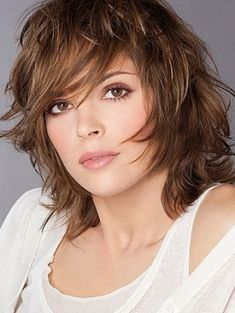 Feathered Hairstyles for Medium Length Hair Unique Medium Length Choppy Layered Haircuts Choppy Layered Haircuts, Layered Haircuts Shoulder Length, Medium Length Hair Cuts With Layers, Medium Layered Haircuts, Medium Hair Cuts, Short Hair Cuts, Medium Hair Styles, Long Hair Styles, Layered Hairstyles