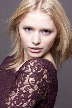 Alexandra Beaton (Émilie dans le studio)