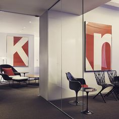 This shot from #Knoll New York Showroom proves that #Saarinen classics like the #WombChair and Tulip Chair are equally at home in the workplace and in your living room. The #graphics on the wall, designed by #Vignelli, are from the 1972 Knoll au Louvre exhibition. Also pictured are David #Adjaye's Washington Skeleton chairs. #myknoll #Padgram