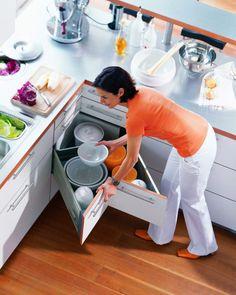 eckschrank der küche schubfach-idee-praktisch-geschirr-weiss