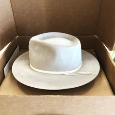 """R o y a l  S t a g  H a t s on Instagram: """"Packing up a bunch of hats this week, love this simple beauty #theclyde in #silbel with some white leather trim ❄️ #hatmaker #royalstaghats"""" Pack Up, Hat Boxes, White Leather, Packaging, Simple, Hats, Beauty, Instagram, Hat"""