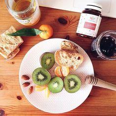 🌿 Commencez chaque journée avec un bon petit déjeuner et nos compléments alimentaires naturels ! ❤️ > RDV sur naturaforce.com 📷 @jveuxuneviehealthy