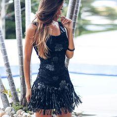 vestido curto preto com renda e franjas para festas ou balada - lindo! Instagram: @decoresaltoalto