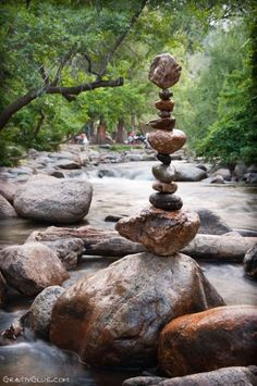 Very cool art project by a American artist Michael Grab. Very cool art project by a American artist Michael Grab. Land Art, Rock Sculpture, Stone Sculptures, Michael Grab, Stone Balancing, Stone Cairns, Ephemeral Art, Balance Art, Cool Art Projects