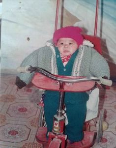 Foolproof baby immobilisation technique. | 14 Awkward Childhood Photos From China That Are Awkwarder Than Your Awkward Childhood Photos