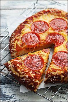 Salami-Laugen-Pizza