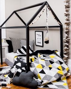 Perfect for your monochrome super hero boys room, this modern quilt bring a pop of color. Handmade by NotSewStrange. Baby Bedroom, Kids Bedroom, Turquoise Room, Trendy Bedroom, Interior Exterior, Room Themes, My New Room, Baby Decor, Kid Beds