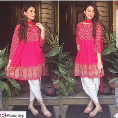 Aaniat looks apsolutely stunning in this hot pink peplum top by Zahra Ahmad … Pakistani Formal Dresses, Pakistani Fashion Casual, Pakistani Dress Design, Pakistani Outfits, Indian Outfits, Indian Dresses, Eid Outfits, Pakistani Models, Pakistani Couture