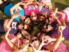 """""""13 Cute Pictures to Take With Your Sorority Sisters 