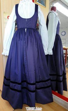 FolkCostume&Embroidery: Costume of Gorenjska, Slovenia Southern Style, Southern Europe, Slovenia, White Fashion, Fashion Dresses, Costumes, Traditional, Formal Dresses, Skirts
