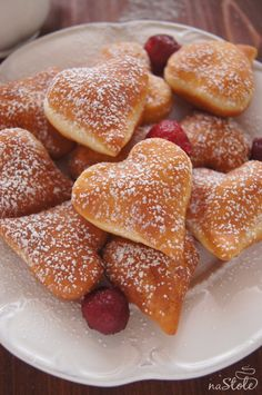 Skrei and double Jerusalem artichokes - Healthy Food Mom Gourmet Recipes, Sweet Recipes, Baking Recipes, Dessert Recipes, First Communion Cakes, Valentine Love, Pudding Cake, Exotic Food, Polish Recipes