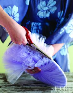 Tulle ball- just like you would make a pom. Just wrap tulle around a 2 layer cardboard ring and then cut along the gap between the 2 rings and wrap a string/piece of yarn around between the layers, pull the cardboard off and voila- a tulle ball! Tulle Poms, Tulle Balls, Tulle Wreath, Fun Crafts, Diy And Crafts, Kids Corner, Diy Party, Party Ideas, Party Planning