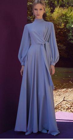 Abaya Fashion, Muslim Fashion, Modest Fashion, Fashion Dresses, Long Skirt Fashion, Simple Bridesmaid Dresses, Simple Dresses, Modest Outfits, Dress Outfits