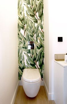 Tropical Wallpaper in The Bathroom and Toilet - Modern Small Bathroom Wallpaper, Dream Bathrooms, Bathroom Toilets, Bathroom Decor, Toilet, Tropical Bathroom, Home Wallpaper, Toilet Room, Tropical Wallpaper
