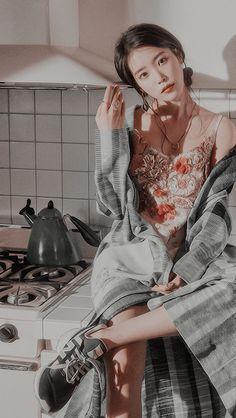 IU (아이유) : LEE JIEUN - KpopLocks Korean Actresses, Korean Actors, Snsd Yuri, Girl Artist, Iu Fashion, Foto Pose, K Idol, Kpop Aesthetic, Ulzzang Girl