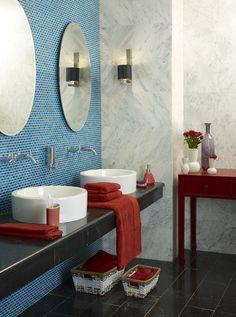 Uso de mosaico de vidrio en baño