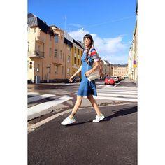 NUEVO POST! Feliz domingo a todos  NEW POST! Happy Sunday to everyone #denimdress #stripes #layering #stansmith #newpost  #ootd #seventiesstyle #outfit #todaywearing #outfitpost #fashionblogger #finland #helsinki #todayimwearing #päivänasu #muotiblogi #streetstyle #style #mylook #pazhalabirodriguez  #wiw #linkinbio #currentlywearing #todaypost #sundaypost by pazhalabirodriguez