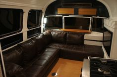 Truly gorgeous 32' rehabbed 1983 Airstream.