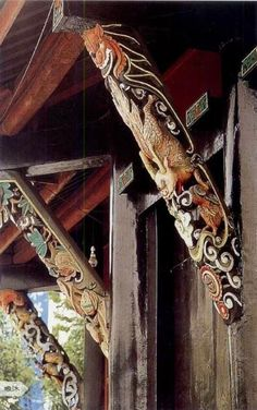 Appreciating ancient Chinese architecture. Queti (雀替), a special feature of Chinese design, plays a big part in the support and decoration of eaves. via Discover China