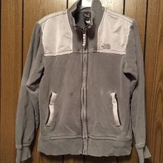 North Face Men North Face Men Hommes; sign of wear as seen on pics, have full zip in front and two zip pocket both working. Tag label size is S/P . Smoke/Pet free home. Guaranteed Clean.➡️ download for free @poshmarkapp, the #1 app to buy and sell fashion. Sign up with PWMFP to get $10 off your first order. https://bnc.lt/m/te4eMBnLSt North Face Sweaters