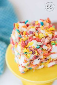Fruity Pebbles Treats are a colorful, no bake dessert that is easy to make. These cereal bars with marshmallows are both crunchy and chewy. Chicken Bacon Ranch Casserole, Potatoe Casserole Recipes, Potato Recipes, Soup Recipes, Cooking Recipes, Fruity Pebbles Treats, Fruity Pebbles Cereal, Easy Dessert Bars