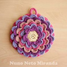 "alt=""crochet potholder, blooming flower, pretty petals potholder, pega florida em crochet"""