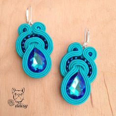 Available - l'ultimo arrivato nel mio negozio #etsy #orecchini #soutache #pendantearrings #soutachejewels #jewelry #earrings Shibori, Tiffany Earrings, Earring Trends, Soutache Earrings, Washer Necklace, Diy And Crafts, Jewelery, Daisy, Homemade