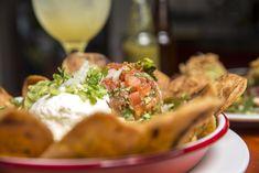 Tacos, arepas, rotllets, 'nems'... Menjar de carrer de qualitat amb els millors xefs i les receptes més sorprenents Food Truck, Chefs, Barcelona, Curry, Street Food, Camembert Cheese, Tacos, Rolls, Ethnic Recipes